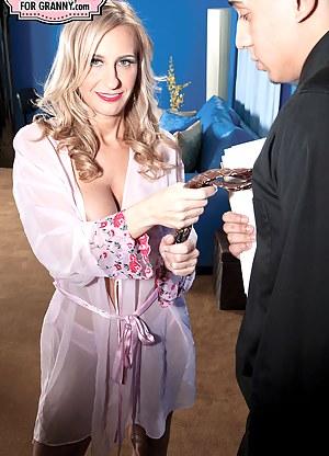 Moms Seduction Porn Pictures