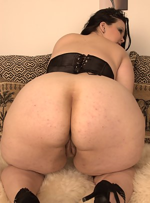 Moms on Knees Porn Pictures